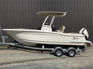 2017 Scout Boats 215 XSF Center Console
