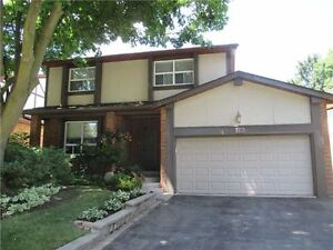 Bayview and Willowbrook rd single detach house for rent.