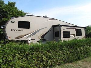 Rockwood 5th wheel, 32 feet, loaded. Model 8286WS, bunkie.