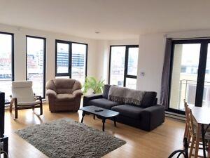 Griffentown Lowney Top Floor Bright Condo - Master Suite