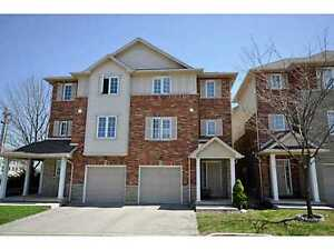 3 bedrooms beautiful townhouse in Ancaster