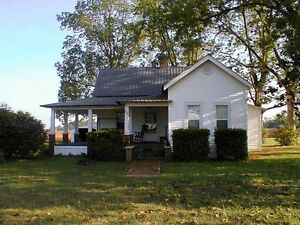 COUPLE LOOKING FOR COUNTRY HOME RENTAL