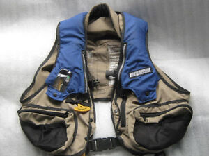 Stearns CO2 Inflatable PFD  Deluxe Fishing Vest Small/Medium