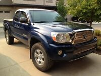 2008 Toyota Tacoma LOW 84,000 kms TRD Package and extras