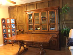 Kroehler Dining Room Suite - PRICE REDUCED