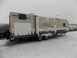 2017 FOREST RIVER SHASTA REVERE 33BH TRAVEL TRAILER
