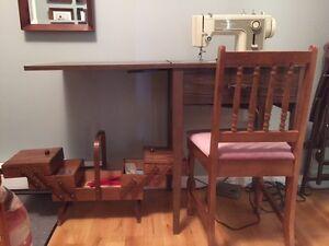 Machine à coudre Kenmore, Meuble, Chaise, Coffret et Accessoires