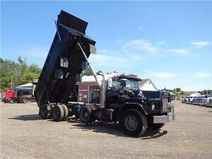1998 MACK RB TRI-AXLE DUMP, 19'FT STEEL EXCAVATOR BOX Kitchener / Waterloo Kitchener Area image 2
