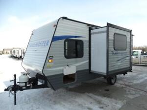 Lightweight bunk travel trailer with slideout