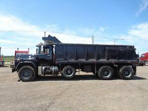 1998 MACK RB TRI-AXLE DUMP, 19'FT STEEL EXCAVATOR BOX Kitchener / Waterloo Kitchener Area image 4
