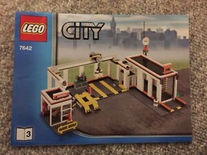 Lego City Garage With Towtruck  and Car Kitchener / Waterloo Kitchener Area image 1