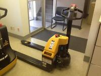 NEW BLUE GIANT/BIG JOE E30 POWER PALLET JACK