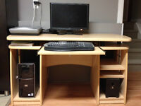 Sturdy computer office desk / bureau de travail