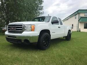 "2013 GMC Sierra 1500 4x4 ~ New 20"" Goodyear Tires ~ $196 B/W"