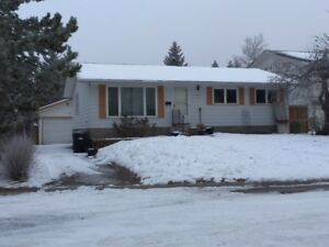 PRIME NW LOCATION, CLOSE TO SCHOOLS, U OF C, LRT AND SHOPPING