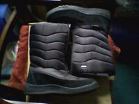 LADIES PADDED BOOTS - BOXED - NEARLY NEW