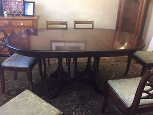 Roxton Dining Room Table and Chairs