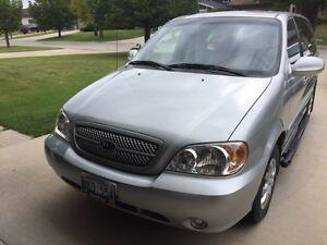 2004 Kia Sedona LX Minivan, Van