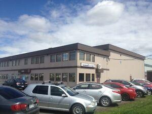 Bureau commercial à l'aéroport de Saint-Hubert
