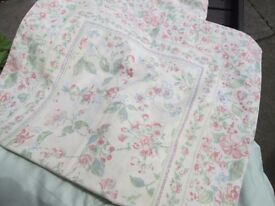 "SINGLE QUILT COVER-2 PILLOWCASES-LINED CURTAINS 91"" W X 53"" DEEP-COLLECT OSSETT-WAKEFIELD."