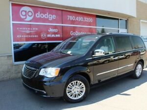 2015 Chrysler Town & Country Limited / DVD / Navigation / Sunroo
