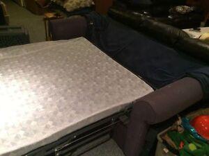 Divan lit / sofa lit / couch hide a bed en bon état