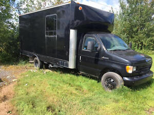 1996 Ford E-350 Cutaway Fourgonnette, fourgon