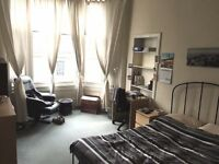 2 Bed Flat next to Uni. £900pcm (2 spacious bedrooms, Living rooms, entrance hall, kitchen bathroom)