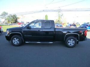 2007 Chevrolet Silverado 1500 LT 4X4 extcab 5.3 LOADED Tow pkg