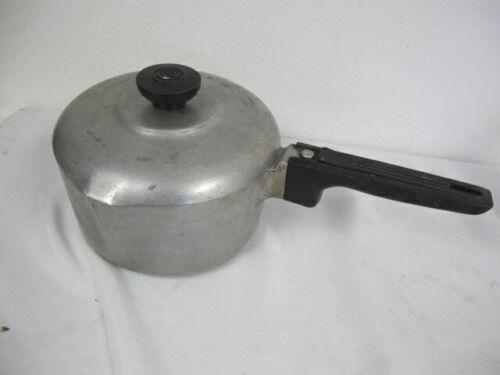 MAGNALITE GHC 2 QUART SAUCE PAN WITH LID DOUBLE SPOUT