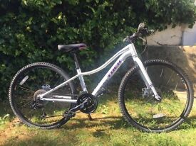 Trek Neko Girls Mountain Bike / Hybrid White (excellent condition)