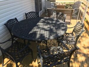 Aluminum patio table (6) matching chairs...