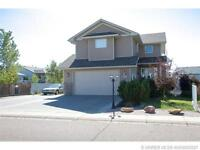 GREAT FAMILY HOME WITH 2 DOUBLE GARAGES & RV PARKING!
