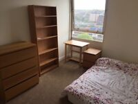 Furnished Double Room with Parking inc Bills/Wifi next to Clapham Junction Station