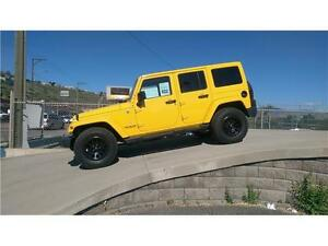 2015 JEEP WRANGLER UNLIMITED SAHARA *LOW KMS, DEMO SPECIAL*