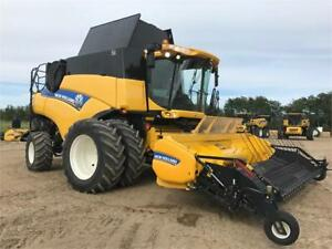 CLEARANCE: 2014 New Holland CR9090 Combine