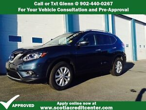 2015 Nissan Rogue With Panoramic Roof and Back up Camaera