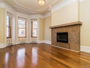 Beautiful 2 bed/2 bath/2 floors in WESTMOUNT with private parkin