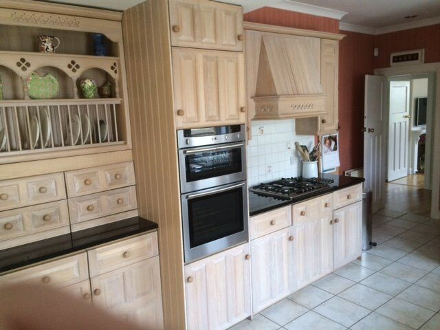 Magnet english rose limed oak kitchen units and appliances for Kitchen cabinets gumtree