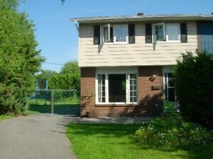 FOR AUGUST - NICE 3-BEDROOM HOUSE IN AYLMER