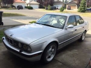 1993 BMW M5 Sedan Very rare and superb performance silver. 1/5