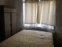 LARGE DOUBLE ROOM TO RENT NEAR LEYTON UNDERGROUND E10 5NS