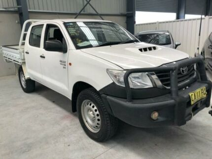 2014 Toyota Hilux KUN26R MY14 SR White Manual Cab Chassis Boolaroo Lake Macquarie Area Preview