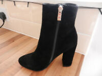 lADY'S / GIRLS BLACK BOOTS £30 ono