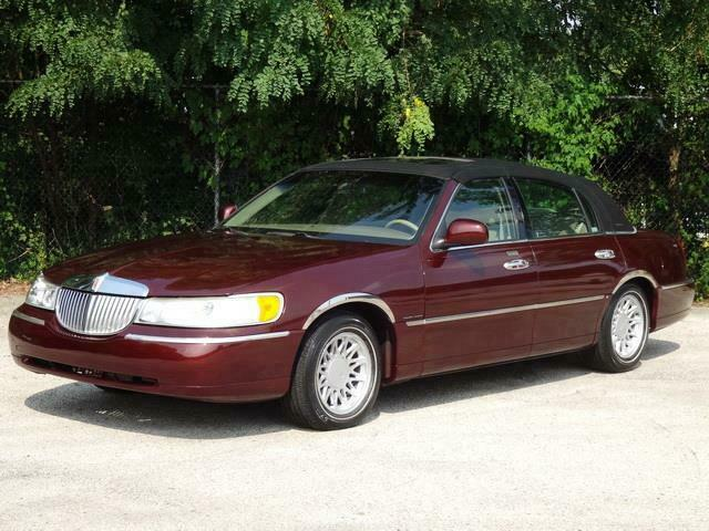 Image 1 Voiture American used Lincoln Town Car 2000