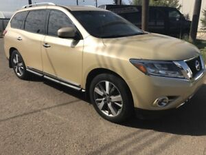 2013 Nissan Pathfinder Platinum DVD PLAYER, 8 PASSENGER !