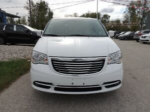 2016 Chrysler Town & Country Touring-L Windsor Region Ontario image 3