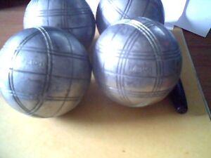 4 boules de pétanque
