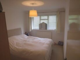 1 Bed Flat to rent in Copwood Close, North Finchley N12 9PR £1175pcm