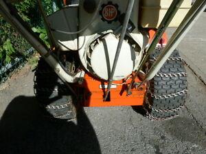 Souffleuse à neige ARIENS de 32 po – 8HP – roues à chaine London Ontario image 3